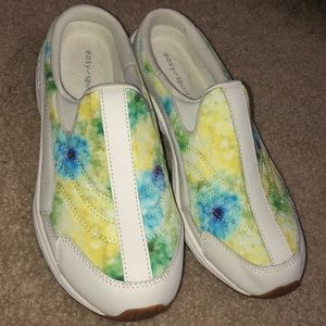 Easy Spirit Slip On Shoes W/ Watercolor Look. 7.5